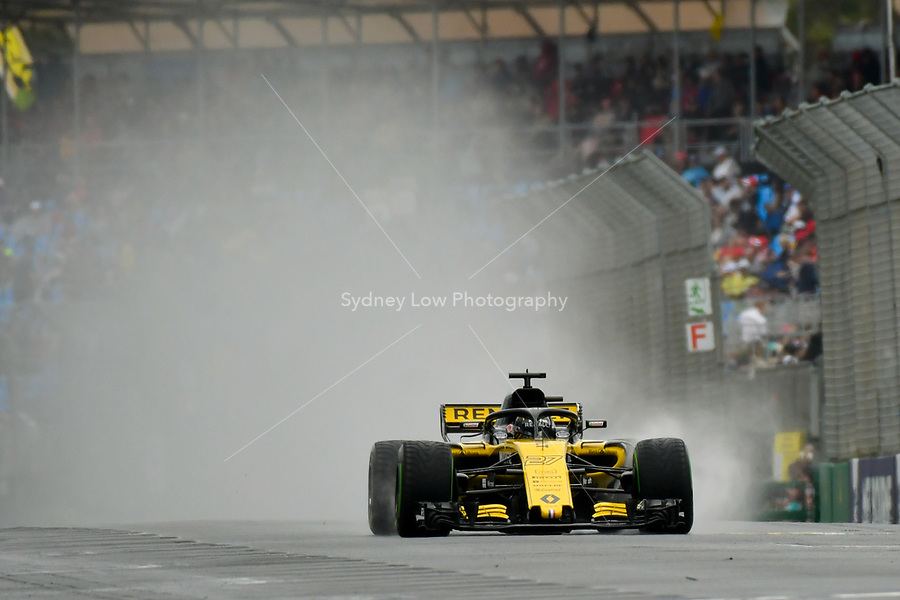 March 24, 2018: Nico Hulkenberg (DEU) #27 from the Renault Sport F1 team creates a rooster tail down the main straight during practice session three at the 2018 Australian Formula One Grand Prix at Albert Park, Melbourne, Australia. Photo Sydney Low