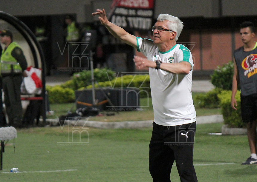 CUCUTA - COLOMBIA, 24-08-2019: Humberto Sierra técnico de Equidad gesticula durante partido entre Cúcuta Deportivo y La Equidad por la fecha 8 de la Liga Águila II 2019 jugado en el estadio General Santander de la ciudad de Cúcuta. / Humberto Sierra coach of Equidad gestures during match between Cucuta Deportivo and La Equidad for the date 8 of the Liga Aguila II 2019 played at the General Santander stadium in Cucuta city. Photo: VizzorImage / Manuel Hernandez / Cont