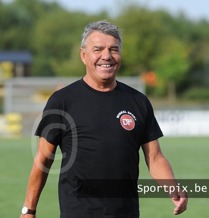 KSCT Menen - Winkel Sport :<br /> <br /> Winkel Sport : trainer Daniel Lavens<br /> <br /> foto VDB / BART VANDENBROUCKE