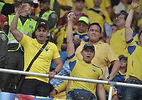 BARRANQUILLA - COLOMBIA -29-03-2016: Hinchas de Ecuardor animan a su equipo durante partido entre Colombia y Ecuador de la fecha 6 para la clasificación sudamericana a la Copa Mundial de la FIFA Rusia 2018 jugado en el estadio Metropolitano Roberto Melendez en Barranquilla./  Fans of Ecuador cheer for their team during match between Colombia and Ecuador of the date 6 for the qualifier to FIFA World Cup Russia 2018 played at Metropolitan stadium Roberto Melendez in Barranquilla. Photo: VizzorImage / Gabriel Aponte / Cont