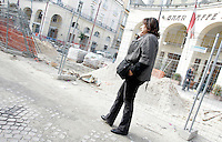 """La giornalista de """"Il Mattino"""" Rosaria Capacchione per le strade di Caserta, 14 novembre 2008..UPDATE IMAGES PRESS/Riccardo De Luca"""