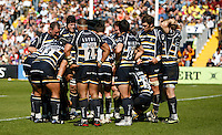 Photo: Richard Lane/Richard Lane Photography. Worcester Warriors v London Wasps. Guinness Premiership. 17/04/2010. Warriors huddle.