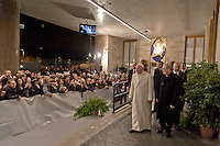Roma 18 Dicembre 2015<br /> Papa Francesco apre la Porta Santa della Carit&agrave; nell&rsquo;ostello della Caritas diocesana intitolato a don Luigi Di Liegro, in via Marsala, vicino alla stazione Termini di Roma.<br /> Rome, Italy.18th December 2015<br /> Pope Francis opens Holy Door of Charity in the hostel of the diocesan Caritas named after Don Luigi Di Liegro, in Via Marsala, near the Termini station in Rome.