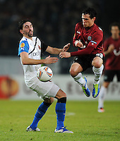 FUSSBALL   EUROPA LEAGUE   SAISON 2011/2012  SECHZEHNTELFINALE Hannover 96 - FC Bruegge                                    16.02.2012 Jordi (li, Bruegge) gegen Manuel Schmiedebach (re, Hannover 96)