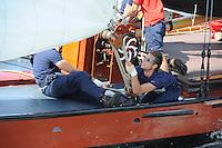 SKUTSJESILEN: GROU: SKS skûtsjesilen, Friese Sporten, 24-07-2010, Fryslân, skûtsje Heerenveen (Gerben van Manen), fokkenist Sytze Brouwer, ©foto Martin de Jong