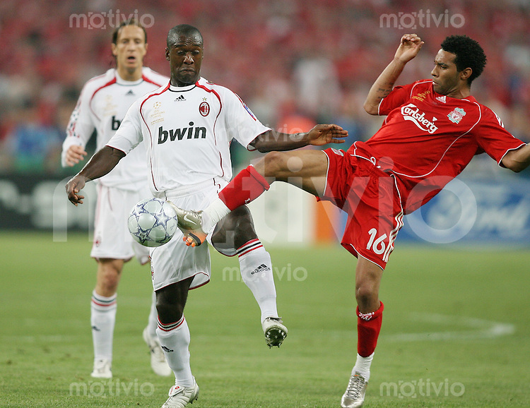 Fussball CHL Finale AC Mailand 2-1 FC Liverpool Jeraine Pennant (FC L,re) gegen Clarence Seedorf (AC)