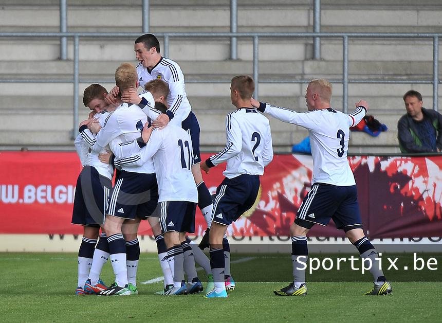 Scotland U19 - Belgium U19 : Lewis Macleod (8) celebrating his 2-0 for Scotland with his teammates.foto DAVID CATRY / Nikonpro.be
