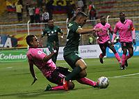 BOGOTÁ -COLOMBIA, 6-03-2018:Mariano Vasquez (Der.) de La Equidad disputa el balón con J Diaz  (Izq.) de  Boyacá Chicó durante partido por la fecha 7 de la Liga Águila I 2018 jugado en el estadio Metropolitano de Techo de la ciudad de Bogotá./ Mariano Vasquez (R) player of La Equidad fights for the ball with J Diaz (L) player of Boyaca Chico during the match for the date 7 of the Aguila League I 2018 played at Metropolitano de Techo stadium in Bogotá city. Photo: VizzorImage/ Felipe Caicedo / Staff