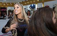 PIRACICABA, 29.04.14 - INAUGURAÇÃO SHOPPING CENTER PIRACICABA - A ganhadora do BBB 2014 Vanessa Mesquita parou o Shopping Piracicaba com uma legião de fãs em visita a inauguração da loja Planet Girls. (Foto: Mauricio Bento / Brazil Photo Press )