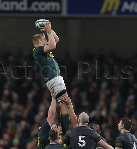 11th November 2017, Aviva Stadium, Dublin, Ireland; Autumn International Series, Ireland versus South Africa; Pieter-Steph du Toit (South Africa) gathers the lineout ball