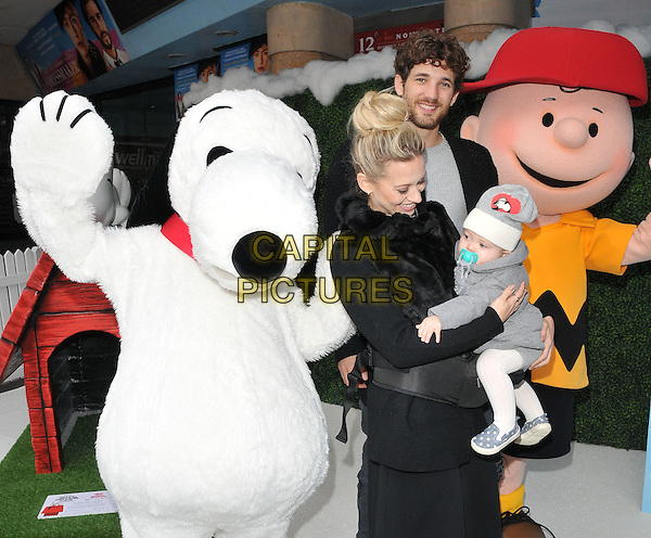Kimberly Wyatt, Max Rogers &amp; Willow Jane Rogers attend the &quot;Snoopy &amp; Charlie Brown: The Peanuts Movie 3D&quot; gala film screening, Vue West End cinema, Leicester Square, London, England, UK, on Saturday 28 November 2015.<br /> CAP/CAN<br /> &copy;Can Nguyen/Capital Pictures