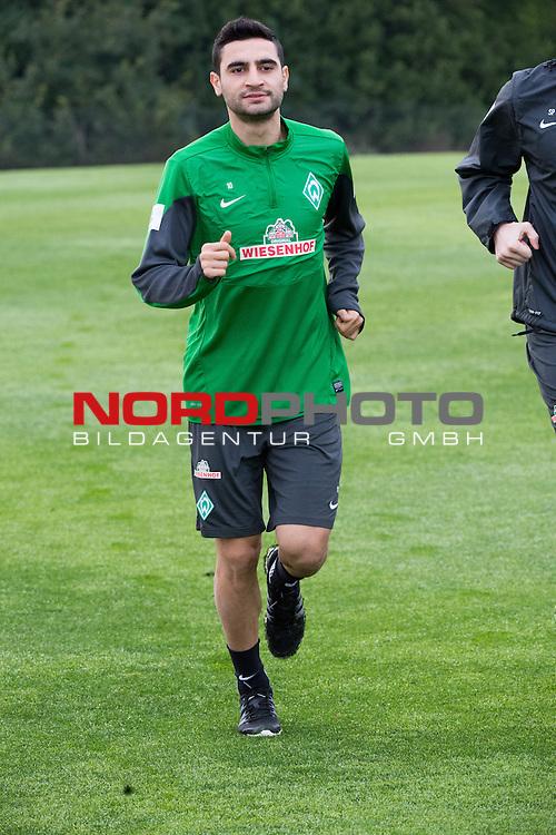 Trainingsgel&auml;nde, Jerez, ESP, 1.FBL, Trainingslager Werder Bremen 2014,  12.01.2014, <br /> <br /> wieder im Lauftraining Mehmet Ekici (Bremen #10)<br /> Hochformat, <br /> <br /> <br /> Foto &copy; nordphoto/ Kokenge