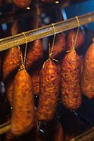 Europe/France/Franche-Comt&eacute;/25/Doubs/Labergement-Sainte-Marie: Boucherie Paillard - Les salaisons dans le tuy&eacute; , saucisses de Morteau mises a fumer et secher dans le tuy&eacute;,// France, Doubs, Labergement Sainte Marie, butcher Paillard  sausage Morteau put a smoking and drying in the tuye, large traditional fireplace,<br /> Auto N&deg;: 2013-111a