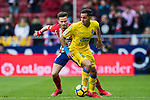 David Simon (R) of UD Las Palmas battles for the ball with Saul Niguez Esclapez of Atletico de Madrid during the La Liga 2017-18 match between Atletico de Madrid and UD Las Palmas at Wanda Metropolitano on January 28 2018 in Madrid, Spain. Photo by Diego Souto / Power Sport Images