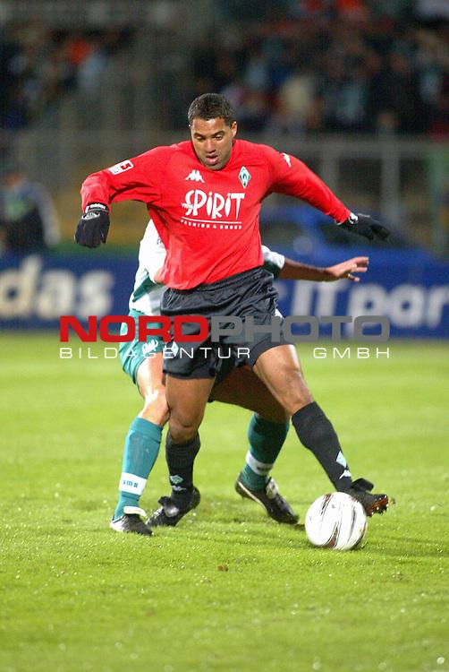 BL2002/2003 12. Spieltag<br />  VFL Wolfsburg vs SV Werder Bremen 3:1<br /> Ailton<br /> Foto &copy; nordphoto<br />  *** Local Caption *** Foto ist honorarpflichtig! zzgl. gesetzl. MwSt.<br />  Belegexemplar erforderlich<br /> Adresse: nordphoto<br /> Georg-Reinke-Strasse 1<br /> 49377 Vechta<br /> Telefon: 04441-89400 / Fax: 04441-894022