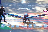 Nova York (EUA), 03/11/2019 - Maratona de Nova York - Manuela Schar, da Suíça, reage ao cruzar a linha de chegada para vencer a Divisão de Cadeira de Rodas Feminina da Maratona TCS de Nova York 2019 em 3 de novembro de 2019 em Nova York (Foto: William Volcov/Brazil Photo Press)