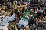 G&ouml;ppingens Tim Kneule (Nr.4) frei vorm Tor von Rhein Neckar Loewe Mikael Appelgren (Nr.1)  beim Spiel in der Handball Bundesliga, Rhein Neckar Loewen - FRISCH AUF! Goeppingen.<br /> <br /> Foto &copy; PIX-Sportfotos *** Foto ist honorarpflichtig! *** Auf Anfrage in hoeherer Qualitaet/Aufloesung. Belegexemplar erbeten. Veroeffentlichung ausschliesslich fuer journalistisch-publizistische Zwecke. For editorial use only.