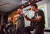 Die Punk-Band Slime spielte am Dienstag den 27. September 2017 in der Dachlounge des Berliner Radiosender &quot;radio1&quot;. Anlass war das Erscheinen der Platte &quot;Hier und jetzt&quot; am 29. September 2017.<br /> Im Bild vlnr.: Slime-Gitarrist Christian Mevs, Slime-Saenger Dirk Jora und Slime-Gitarris Michael &quot;Elf&quot; Meyer.<br /> 27.9.2017, Berlin<br /> Copyright: Christian-Ditsch.de<br /> [Inhaltsveraendernde Manipulation des Fotos nur nach ausdruecklicher Genehmigung des Fotografen. Vereinbarungen ueber Abtretung von Persoenlichkeitsrechten/Model Release der abgebildeten Person/Personen liegen nicht vor. NO MODEL RELEASE! Nur fuer Redaktionelle Zwecke. Don't publish without copyright Christian-Ditsch.de, Veroeffentlichung nur mit Fotografennennung, sowie gegen Honorar, MwSt. und Beleg. Konto: I N G - D i B a, IBAN DE58500105175400192269, BIC INGDDEFFXXX, Kontakt: post@christian-ditsch.de<br /> Bei der Bearbeitung der Dateiinformationen darf die Urheberkennzeichnung in den EXIF- und  IPTC-Daten nicht entfernt werden, diese sind in digitalen Medien nach &sect;95c UrhG rechtlich geschuetzt. Der Urhebervermerk wird gemaess &sect;13 UrhG verlangt.]