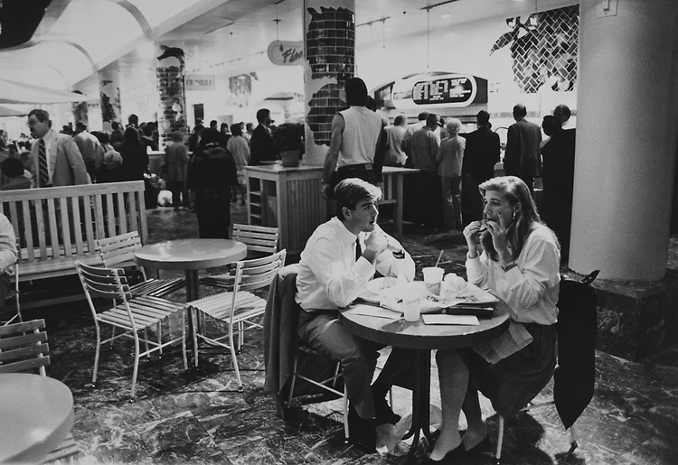 Restaurant at the Washington Union Station on April 3, 1989. (Photo by Andrea Mohin/CQ Roll Call via Getty Images)