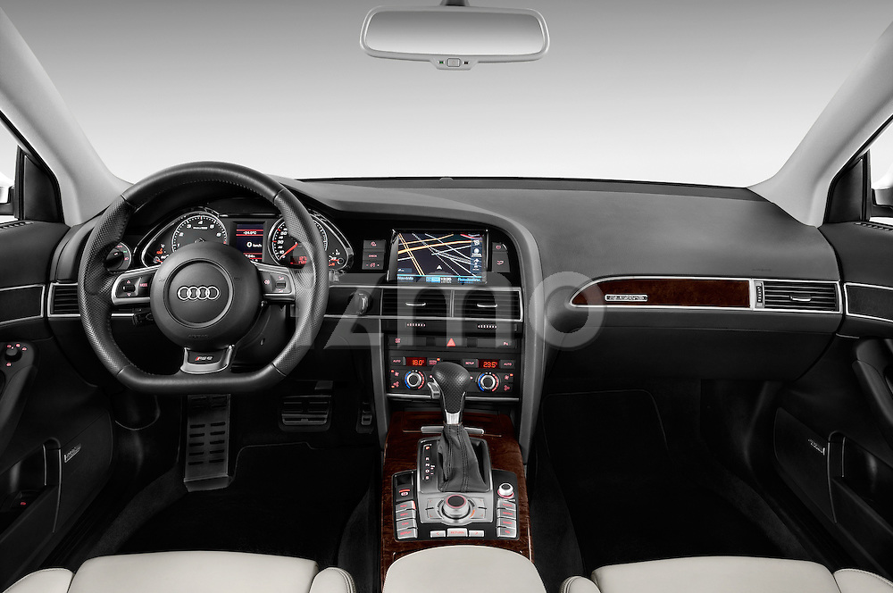 Straight dashboard view of a 2008 - 2013 Audi RS6 5 Door Wagon 4WD.
