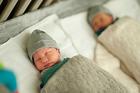 Seven days old newborn twins at home (Heverlee, 07/01/2017)