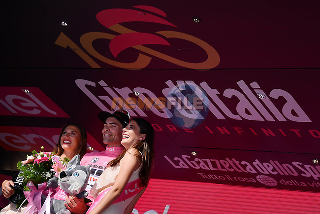 Tom Dumoulin (NED) Team Sunweb wins Stage 10 and moves into the race leaders Maglia Rosa of the 100th edition of the Giro d'Italia 2017, an individual time trial running 39.8km from Foligno to Montefalco, Italy. 16th May 2017.<br /> Picture: LaPresse/Gian Mattia D'Alberto | Cyclefile<br /> <br /> <br /> All photos usage must carry mandatory copyright credit (&copy; Cyclefile | LaPresse/Gian Mattia D'Alberto)
