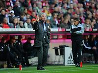 Fussball Bundesliga Saison 2011/2012 9. Spieltag FC Bayern Muenchen - Hertha BSC Berlin Trainer Jupp HEYNCKES (FCB) an der Seitenline.