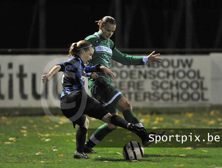 Club Brugge Vrouwen - OHL Dames : Yana Haesebroek aan de bal voor Lore Vanschoenwinkel (rechts)<br /> foto David Catry / nikonpro.be
