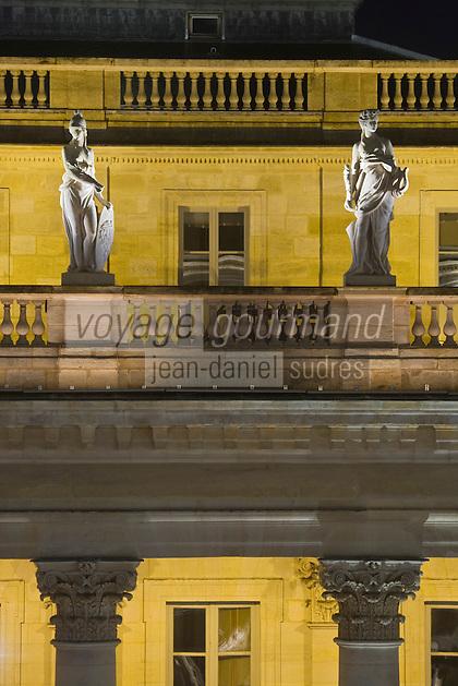 Europe/France/Aquitaine/33/Gironde/Bordeaux:  Le Grand Théatre - détail des colonnes  corinthienens et des statues représentant muses et déesses