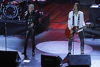"""CURITIBA, PR, 08 DE MAIO 2012 – ROXETTE – Apresentação da dupla sueca Roxette na noite de terça-feira (8), no Teatro Positivo, em Curitiba. Formada pelo vocal de Marie Fredriksson e guitarra de Per Gessle, a dupla abriu a turnê brasileira da Neverending Tour na capital paranaense. A apresentação contou com clássicos da dupla como """"Spending My Time"""", """"The Look"""" e """"Listen to Your Heart"""". O Roxette toca ainda em São Paulo (quinta-feira), Rio de Janeiro (sábado), Brasília (15) e Recife (18).<br /> (FOTO: ROBERTO DZIURA JR./BRAZIL PHOTO PRESS)"""