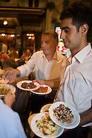 Europe/Turquie/Istanbul : Service des mezze au Restaurant Refik, traditionnel Meyhane, estaminet  ou les turcs seretrouvent le soir dans le  Quartier Istiklal caddesi [Non destiné à un usage publicitaire - Not intended for an advertising use]