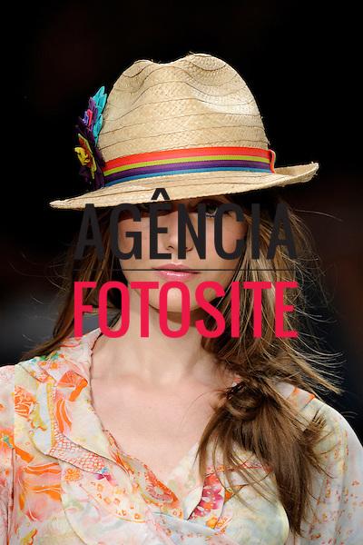 Rio de Janeiro, Brasil – 12/06/2008 - Detalhes do desfile da Cantão durante o Fashion Rio  -  Verão 2009. Foto :Olivier Claisse / Agência Fotosite
