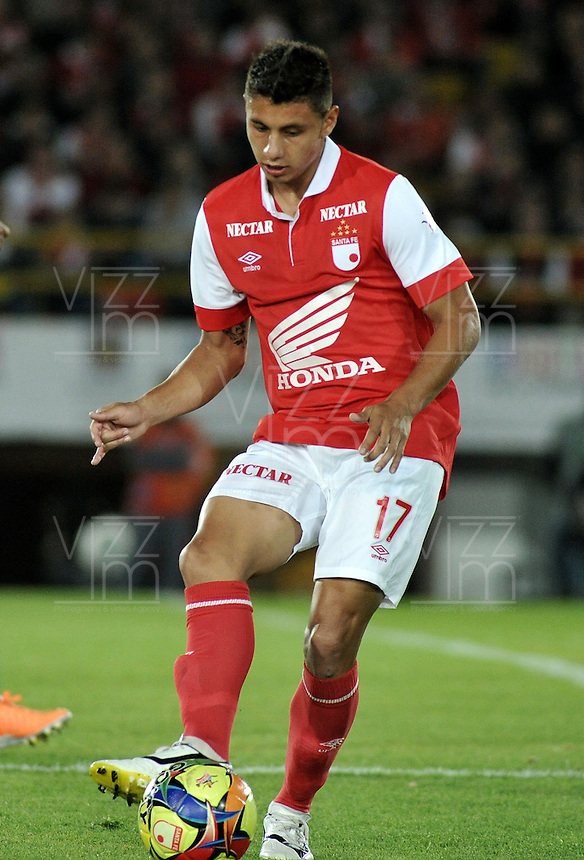 BOGOTA- COLOMBIA -15 -02-2014: Juan Roa, defensa de Independiente Santa Fe durante partido de la quinta fecha de la Liga Postobon I 2014, jugado en el Nemesio Camacho El Campin de la ciudad de Bogota. / Juan Roa, defense of Independiente Santa Fe during a match for the fifth date of the Liga Postobon I 2014 at the Nemesio Camacho El Campin Stadium in Bogoto city. Photo: VizzorImage  / Luis Ramirez / Staff