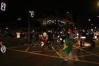 SAO PAULO - SP - 17 DE JUNHO DE 2013 - MANIFESTAÇÃO/PASSE LIVRE, manifestantes se reunem no Largo da Batata, Pinheiros, zona oeste, para a quinta passeata. FOTO: MAURICIO CAMARGO / BRAZIL PHOTO PRESS.