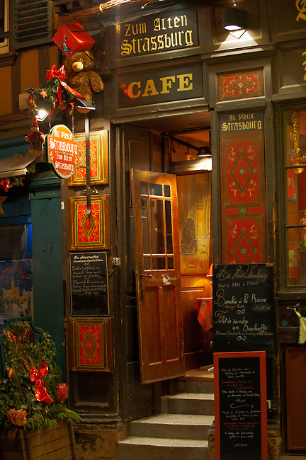 festive restaurants in Strasbourg at Christmas by night