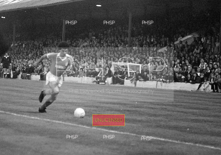 03/09/1980 Blackpool v Everton  League Cup 2nd Round 2nd Leg .Gary Williams attacks....© Phill Heywood.
