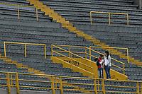 BOGOTÁ - COLOMBIA, 08-04-2018: Hinchas de Santa Fe previo al encuentro entre Independiente Santa Fe y Rionegro Águilas por la fecha 13 de la Liga Águila I 2018 jugado en el estadio Nemesio Camacho El Campin de la ciudad de Bogotá. / Fans of Santa Fe prior the match between Independiente Santa Fe and Rionegro Aguilas for the date 13 of the Aguila League I 2018 played at the Nemesio Camacho El Campin Stadium in Bogota city. Photo: VizzorImage/ Gabriel Aponte / Staff