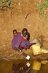 Pays Masaï vers le village de Torosei à la frontière Kenya Tanzanie. Trek en pays Masaï. Kenya