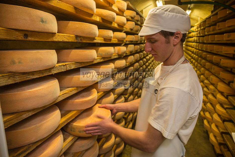 Europe/France/Franche-Comté/25/Doubs/Labergement-Sainte-Marie: Fruitière des Deux Lacs - Affinage du Morbier // France, Doubs, Labergement Sainte Marie,  cheesemaking facility, or fruitière, storage cellar and Morbier cheese maturing , Morbier is a semi-soft cows' milk cheese of France<br /> Auto N°: 2013-109