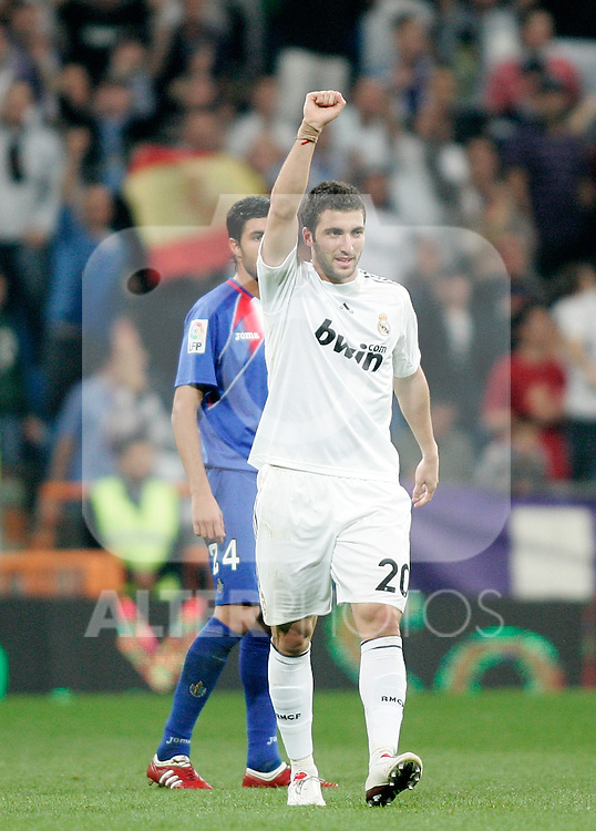 Real Madrid's Gonzalo Higuain celebrates during La Liga match. October 31, 2009. (ALTERPHOTOS/Alvaro Hernandez).
