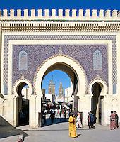 Morocco, Fes: Bab Boujeloud gate | Marokko, Fes: das Bab Boujeloud Tor