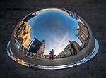 Odbicie Rynku Głównego w metalowej półkuli, Kraków, Polska <br /> Reflection of the Main Market in the metal hemisphere, Cracow, Poland