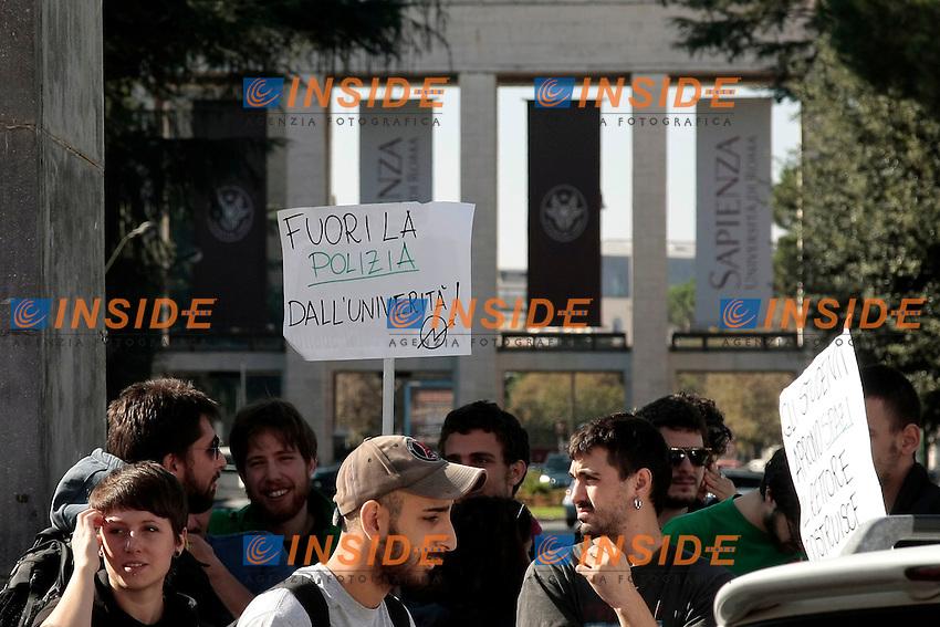 Roma 30-10-2014 Universita' la Sapienza. Protesta degli studenti durante l'insediamento del nuovo rettore.<br /> Photo Samantha Zucchi Insidefoto