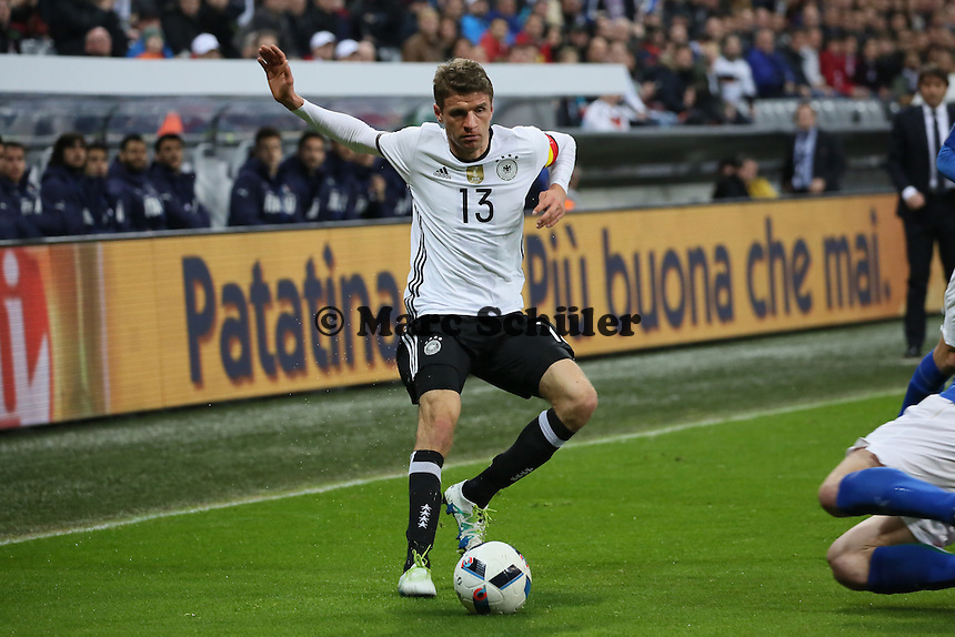 Thomas Müller (D) mit der Kapitänsbinde - Deutschland vs. Italien, Allianz Arena München