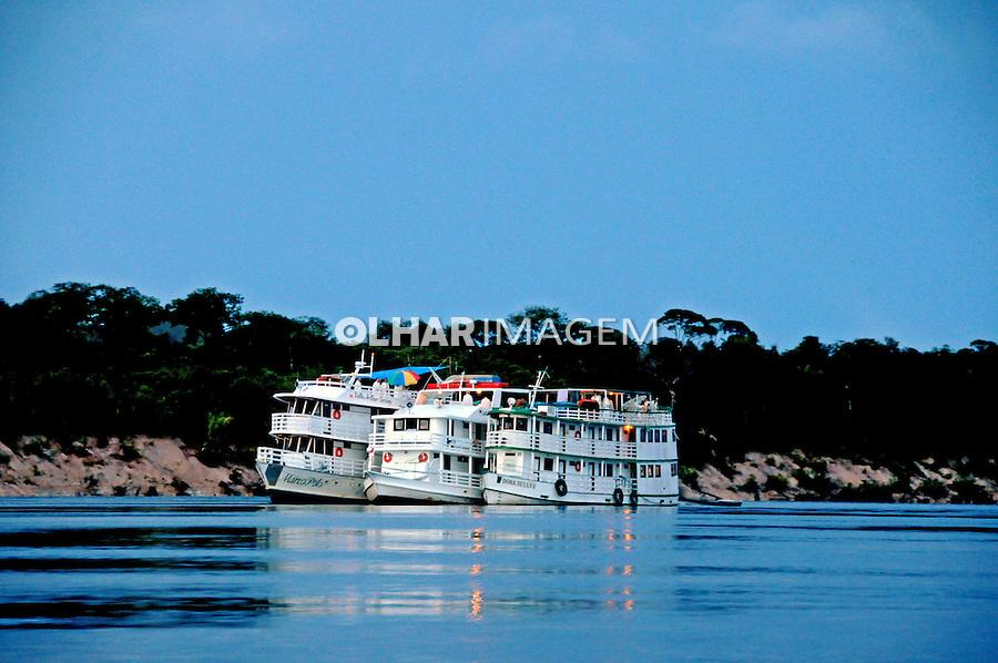 Barcos no Rio Negro. Amazonas. 2008. Foto de Zaida Siqueira.