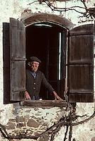 Europe/France/Midi-Pyrénées/09/Ariège: Paysan à sa fenêtre<br /> PHOTO D'ARCHIVES // ARCHIVAL IMAGES<br /> FRANCE 1980