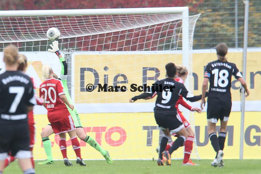 Kathrin Längert (Bayern) kassiert das 1:0 durch Celia Sasic (FFC) - 1. FFC Frankfurt vs. FC Bayern München