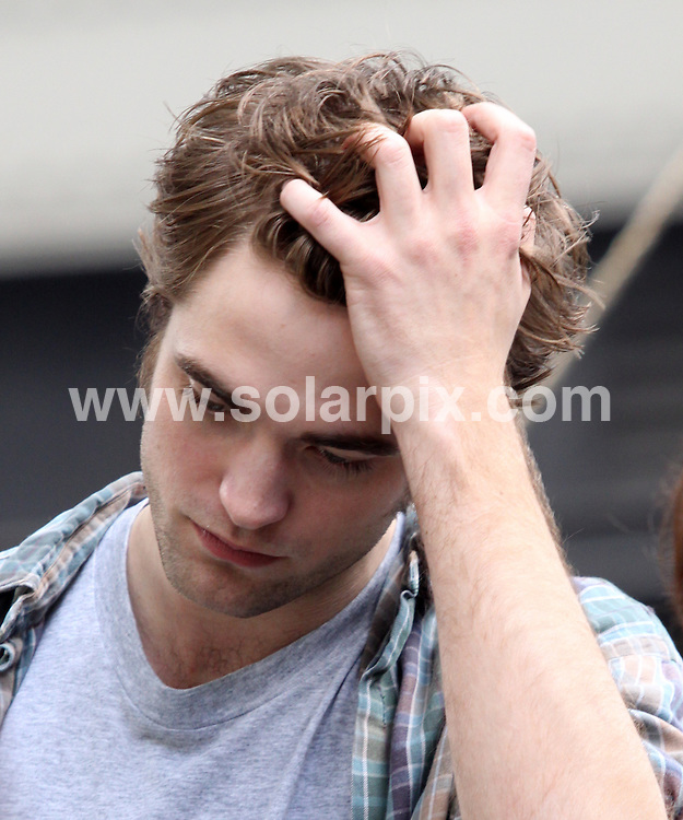 "**ALL ROUND PICTURES FROM SOLARPIX.COM**.**SYNDICATION RIGHTS FOR UK, AUSTRALIA, DENMARK, PORTUGAL, S. AFRICA, SPAIN & DUBAI (U.A.E) ONLY**.Robert Pattinson Filming the ""Remember Me"" Movie on Location in Greenwich Village, New York City, NY, USA. 15 June 2009..This pic: Robert Pattinson..JOB REF: 9246 PHZ (Mayer)   DATE: 15_06_2009.**MUST CREDIT SOLARPIX.COM OR DOUBLE FEE WILL BE CHARGED**.**ONLINE USAGE FEE GBP 50.00 PER PICTURE - NOTIFICATION OF USAGE TO PHOTO @ SOLARPIX.COM**.**CALL SOLARPIX : +34 952 811 768 or LOW RATE FROM UK 0844 617 7637**"
