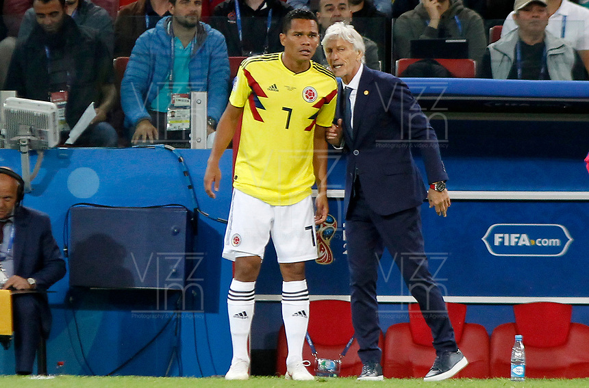 MOSCU - RUSIA, 03-07-2018: Jose PEKERMAN técnico de Colombia da instrucciones a Carlos BACCA durante partido de octavos de final contra Inglaterra por la Copa Mundial de la FIFA Rusia 2018 jugado en el estadio del Spartak en Moscú, Rusia. / Jose PEKERMAN coach of Colombia gives directions to Carlos BACCA during match of the round of 16 for the FIFA World Cup Russia 2018 played at Spartak stadium in Moscow, Russia. Photo: VizzorImage / Julian Medina / Cont