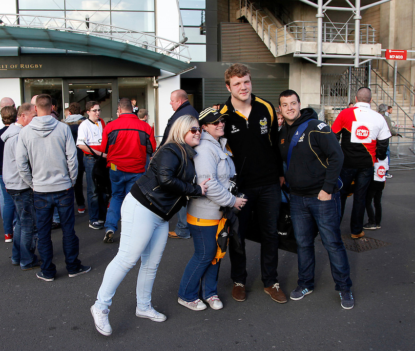 Photo: Richard Lane/Richard Lane Photography. London Wasps v Gloucester. The Stinger at Twickenham Stadium. Aviva Premiership. 19/04/2014. Wasps' Joe Launchbury with supporters.